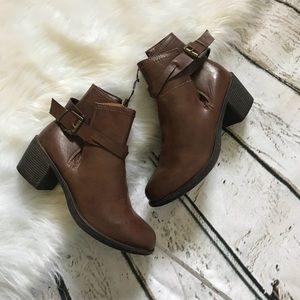 NWOT Brown Heeled Women's Ankle Boots